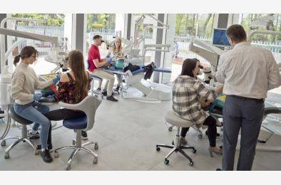 """Kolejne szkolnie za nami """"Idealne leczenie endodontyczne – a co dalej? Odbudowy po leczeniu endodontycznym"""""""
